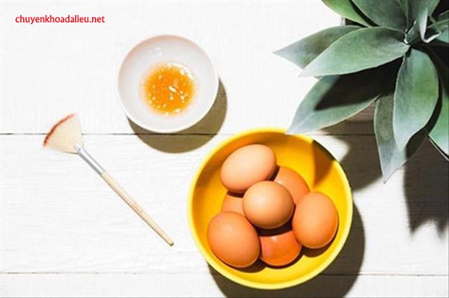 Cách làm tóc đen bằng trứng gà
