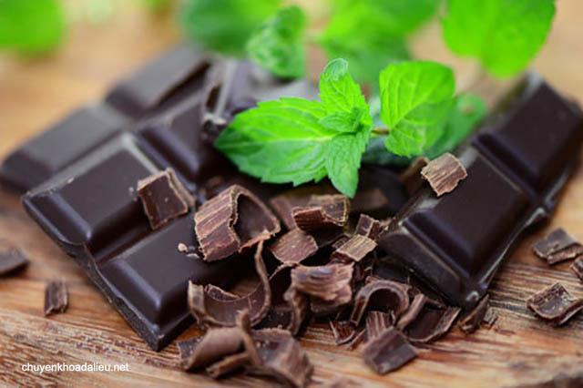 bệnh giời leo nên tránh ăn chocolate