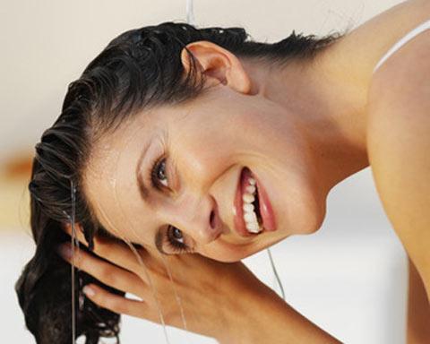 Trị nấm da đầu, trị gàu bằng cách gội đầu bằng dấm