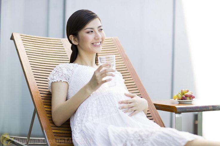 mẹ bầu bị á sừng nên uống nhiều nước