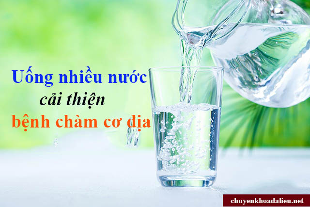 Uống nhiều nước để hỗ trợ điều trị bệnh chàm cơ địa
