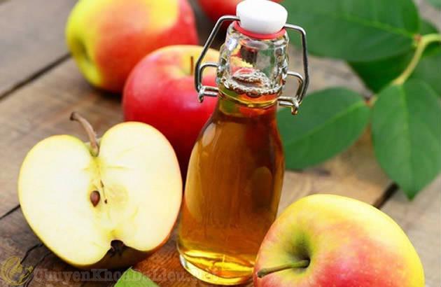 Cách trị vảy nến da đầu bằng giấm táo