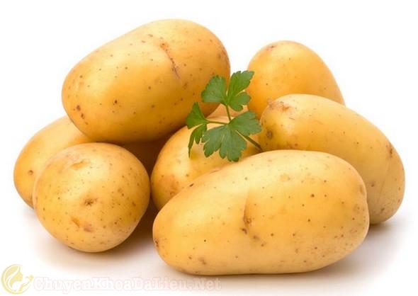 Điều trị phát ban đỏ do thời tiết bằng khoai tây