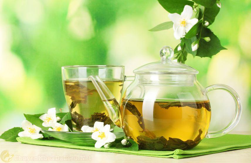Điều trị phát ban đỏ do thời tiết bằng trà xanh