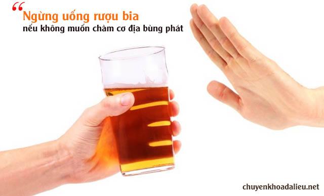 rượu bia là những thức uống kiêng kị đối với người mắc bệnh chàm viêm da cơ địa