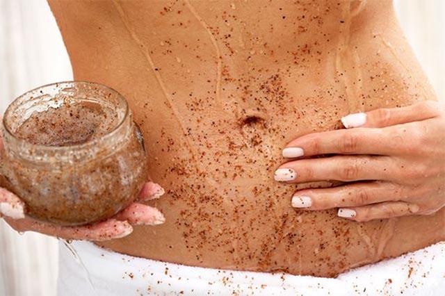 Tẩy tế bào chết là cách trị rạn da sau sinh tại nhà hiệu quả