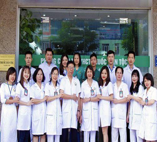 Đội ngũ bác sĩ tại Trung tâm Nghiên cứu và Ứng dụng thuốc dân tộc