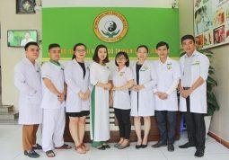 Đội ngũ bác sĩ YHCT tại Trung tâm Nghiên cứu và Ứng dụng Thuốc dân tộc