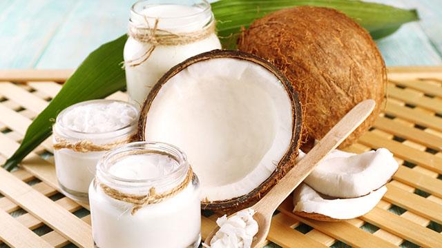 Kết hợp dầu dừa và sữa chua không đường để chữa viêm da cơ địa