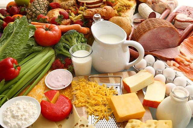 Một chế độ ăn uống hợp lý sẽ giúp làm giảm các triệu chứng bệnh viêm da dị ứng