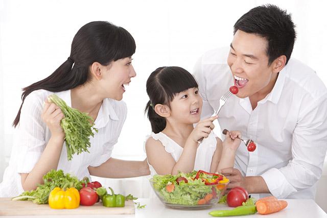Ăn nhiều rau xanh và trái cây tươi có tác dụng phòng ngừa bệnh chàm