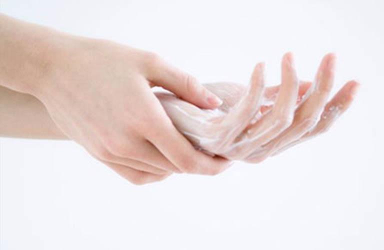 dưỡng ẩm phòng ngừa bong tróc vân tay