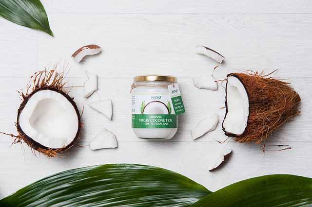 Chữa chàm môi bằng dầu dừa