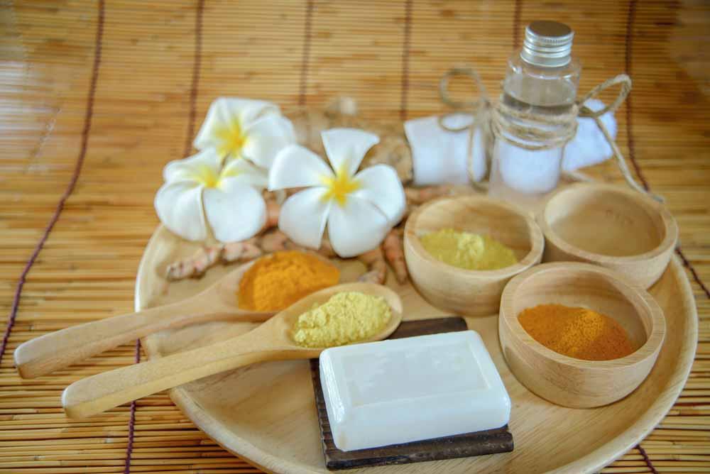 Kết hợp dầu dừa và nghệ chữa viêm da dầu