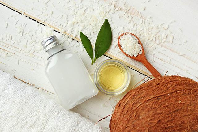 Điều trị chàm môi bằng dầu dừa
