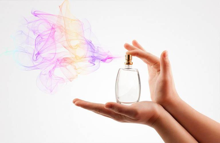 tránh các sản phẩm chứa chất tạo mùi