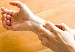 Lý giải tại sao lên da non lại bị ngứa và cách khắc phục