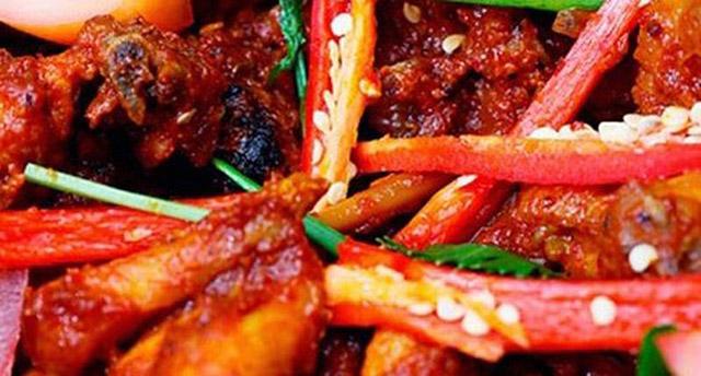 Người bị viêm da dầu nên tránh xa các thức ăn cay nóng