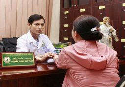 Bác sĩ YHCT trực tiếp khám và điều trị tổ đỉa