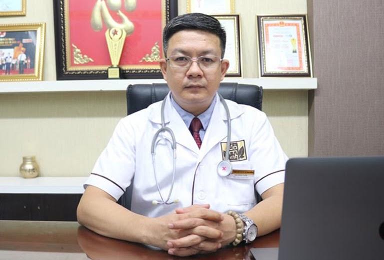 Lương y Đỗ Minh Tuấn đánh giá cao công nghệ kết hợp điều trị rụng tóc của Trung tâm Da liễu Đông y Việt Nam