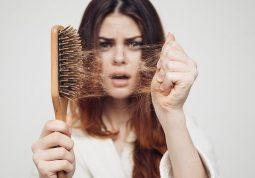 Tình trạng rụng tóc tuy không quá nguy hiểm nhưng về lâu dài sẽ dẫn đến tình trạng hói đầu gây mất thẩm mỹ