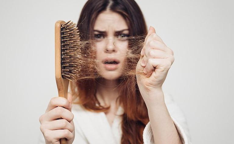 Căng thẳng kéo dài khiến tình trạng rụng tóc phát triển