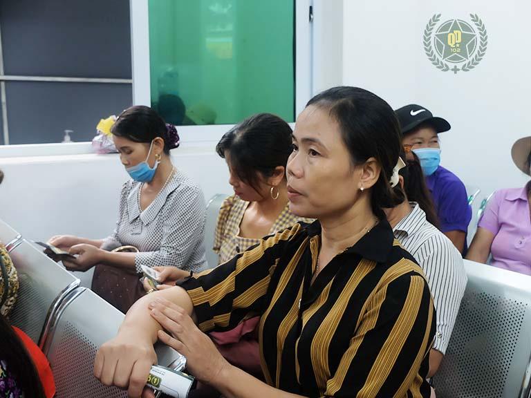 Nhiều người bệnh tìm gặp bác sĩ Lê Phương để chữa viêm da